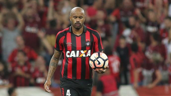 Thiago Heleno Atlético-PR (Foto: Giuliano Gomes/PR Press)