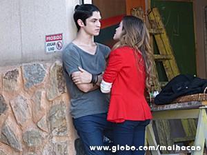 Flaviana dá mole para Antônio, mas se arrepende (Foto: Malhação / TV Globo)