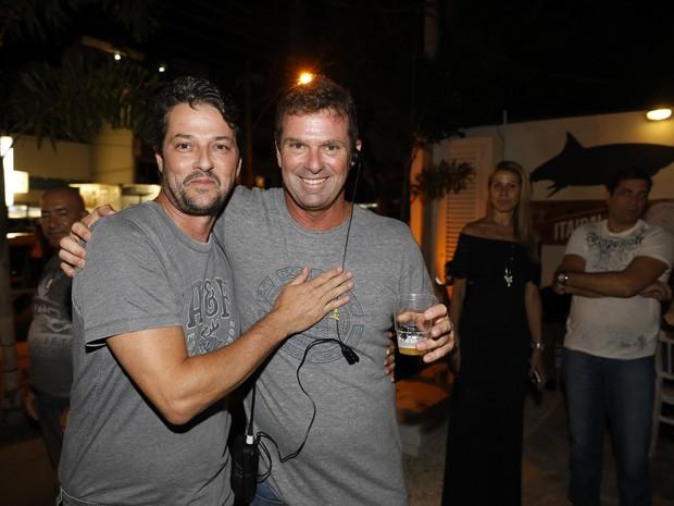 Marcelo Serrado e o irmão Alexandre Serrado em evento na Barra da Tijuca, Zona Oeste do Rio (Foto: Felipe Panfili/ Divulgação)