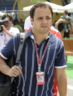Felipe Massa no paddock do GP da Hungria (Foto: AP)