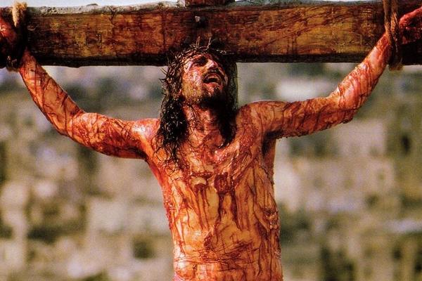 O ator James Caviezel como Jesus em A Paixão de Cristo (2004) (Foto: Reprodução)