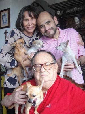 'Nossa última foto juntos', escreveu Edgar Vivar, o Sr. Barriga, em legenda de foto publicada neste sábado (29); a imagem homenageia Roberto Bolaños, criador de 'Chaves' e 'Chapolin' (Foto: Reprodução/Twitter Edgar Vivar)
