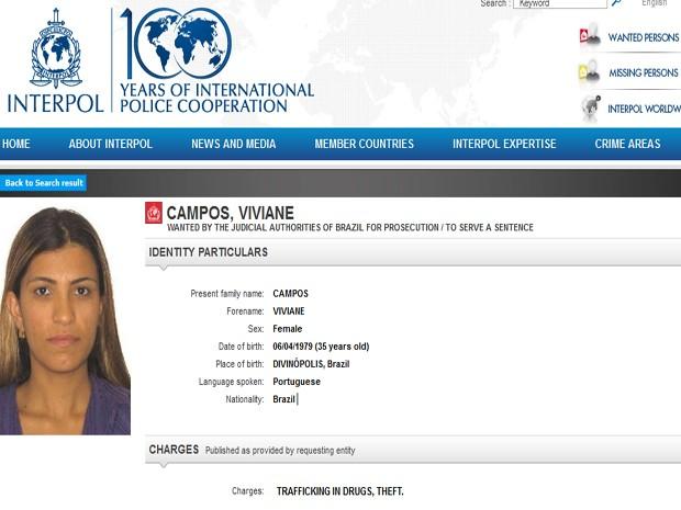 Mulher condenada a 15 anos foi extraditada para Divinópolis (Foto: Mulher foi incluida na lista de criminosos procurados internacionalmente )