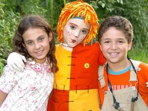 Narizinho (Caroline Molinari), Emília (Isabelle Drummond) e Pedrinho (João Vitor Silva) (Foto: Divulgação / Rede Globo)