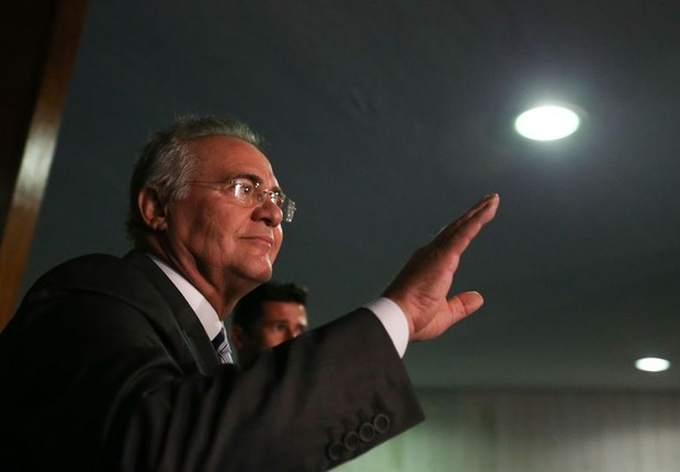O presidente do Senado, Renan Calheiros (PMDB-AL) fala após decisão do STF de mantê-lo na presidência (Foto: Fabio Rodrigues Pozzebom/Agência Brasil)