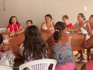 Artesãs durante oficina ministrada pelo Sebrae (Foto: Sebrae Tocantins)