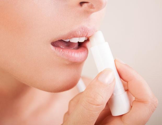 Use produtos para os lábios com proteção solar (Foto: Thinkstock)