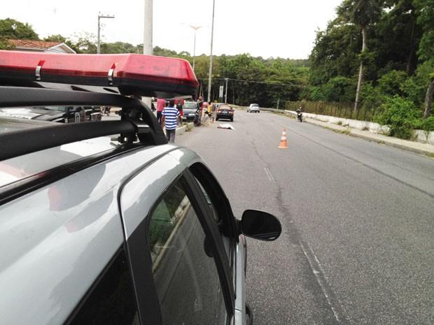 Um vigilante de 30 anos de idade morreu em um acidente de trânsito na manhã desta sexta-feira (7) na Avenida Pedro II em João Pessoa. De acordo com as informações da 9ª Delegacia Distrital em Mangabeira, o motorista que estava em um Fiat Palio seguia no s (Foto: Walter Paparazzo/G1)