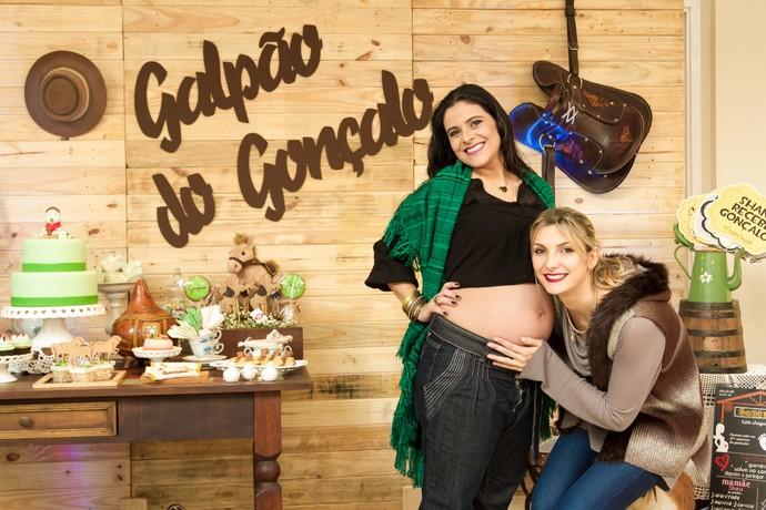 Futura madrinha do Gonçalo foi responsável pela organização do chá shana (Foto: Maicon Hinrichsen/RBS TV)