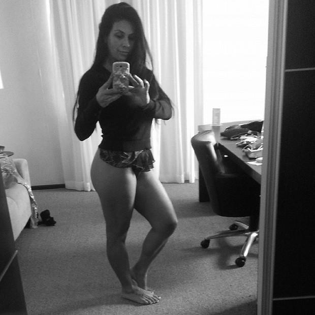 Solange Gomes posa com pouca roupa (Foto: Instagram/ Reprodução)