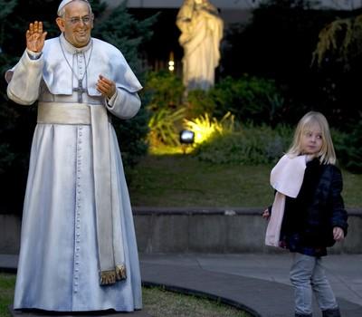 Foto da estátua do Papa Francisco, em Buenos Aires, na Argentina (Foto: ALEJANDRO PAGNI / AFP)