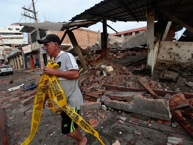 Terremoto de magnitude 7,8 na escala Richter atingiu a costa do Equador. (Foto: AFP)