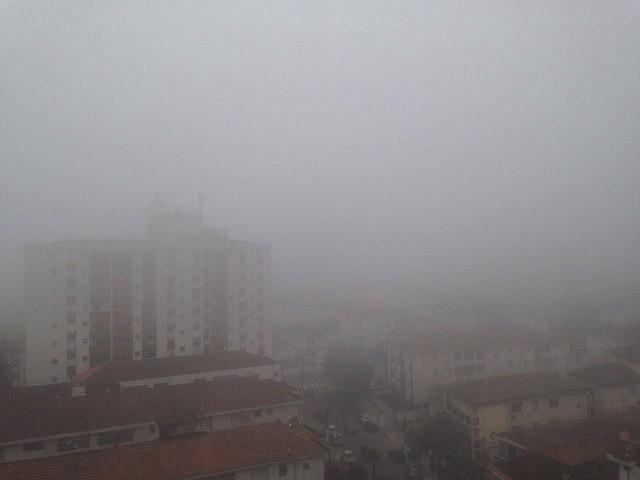 Forte neblina em Santos (Foto: Priscila Martinez)