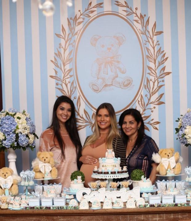 Andressa Suita com a mãe, Suely Suita, e a irmã, Luara Oliveira (Foto: Reprodução/Instagram)