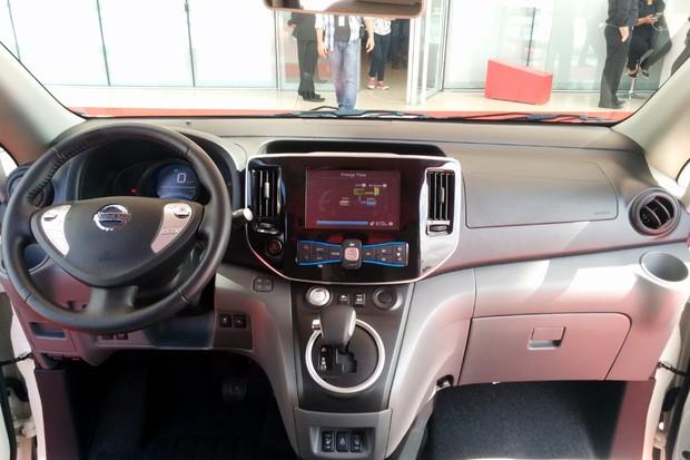 Interior da minivan e-NV200 E-Bio-Fuel-Cell (Foto: Alexandre Izo/Autoesporte)