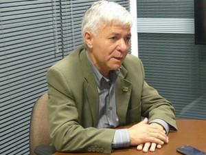 Candidato ao Governo do Paraná pelo PRTB, Geonísio Marinho, é o quarto entrevistado pelo G1 (Foto: Thais Skodowski/ G1)