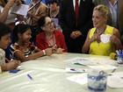 Sharon Stone visita hospital infantil em Jerusalém