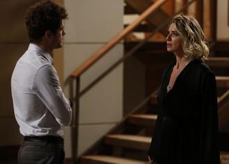 Benjamin desconfia de Soraya: 'Você envenenou o Grego?'