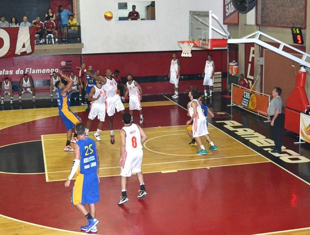 Basquete Flamengo e Campos (Foto: Ascom ACF / CAMPOS)