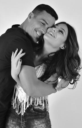 Julinho e Giullia Buscacio (Foto: Drica Donato)