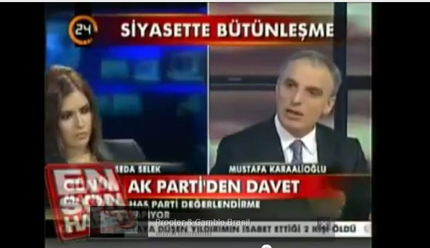 &#194;ncora desmaia durante entrevista ao vivo em TV da Turquia (Foto: Reprodu&#231;&#227;o de v&#237;deo)
