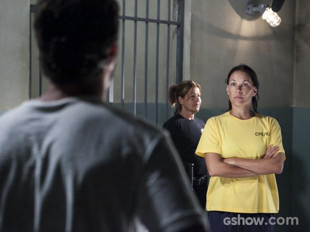Tereza se assusta ao ver William vivo (Foto: Inácio Moraes/TV Globo)