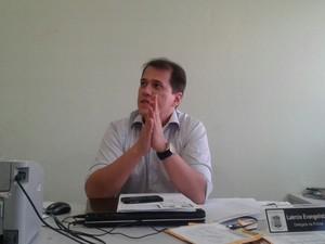 Delegado Laércio Evagelista investiga o estupro coletivo em Sigifredo Pacheco (Foto: Patrícia Andrade/G1)