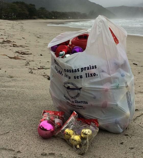 Lixo de contêiner é encontrado em praia do litoral norte de São Paulo (Foto: Instituto Argonauta)