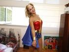 Carolina Dieckmann vira Mulher Maravilha para bloco de carnaval