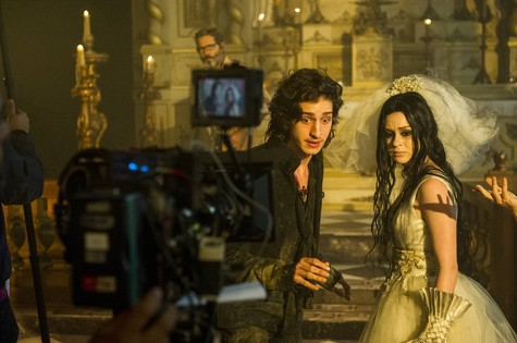 Johnny Massaro e Marina Ruy Barbosa em 'Amorteamo' (Foto: ALEX CARVALHO/ TV GLOBO)
