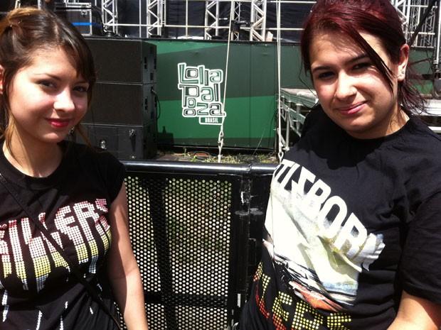 As fãs de Killers Suellen e Laís chegaram às 7h30 na porta do Jockey de SP para garantir lugar na primeira fila do show dos Killers, às 21h30 (Foto: G1)