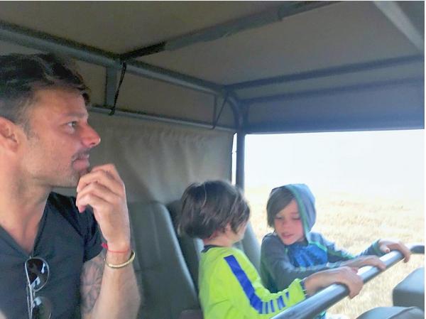 O cantor Ricky Martin com os filhos (Foto: Instagram)