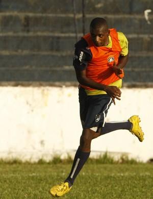 Yan treinou entre os titulares e pode ganhar uma vaga no Re-Pa (Foto: Marcelo Seabra/O Liberal)