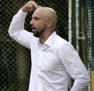 Bruno Quadros, técnico do duque de caxias (Foto: Vitor Costa)