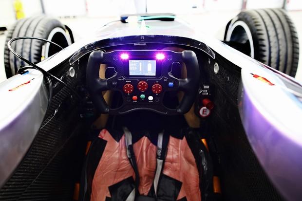 Cockpit de Jarno Trulli (Foto: Divulgação)