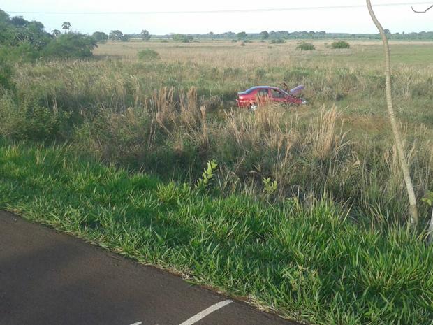 Carro capotou na BR-060 entre Sidrolândia e Campo Grande (Foto: Jeferson Ageitos/ TV Morena)