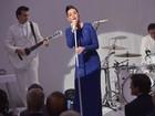 Katy Perry usa vestido longo em apresentação na Casa Branca