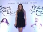 Com vestido curto, Nívea Stelmann vai a pré-estreia de filme