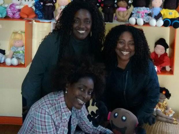 As irmãs Joyce (esq.), Cristina (dir.) e Lúcia (meio) abriram a loja Preta, Pretinha inspiradas pela avó e por um sonho de infância (Foto: Divulgação)