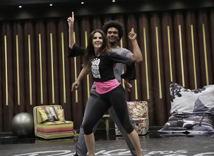 Lisandra Souto capricha no visual e ganha sapato de presente no seu primeiro ensaio do 'Dança'