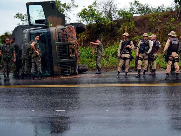 Acidente ocorreu na manhã desta segunda-feira (24) (Foto: Anderson Bella / Midia Recôncavo)