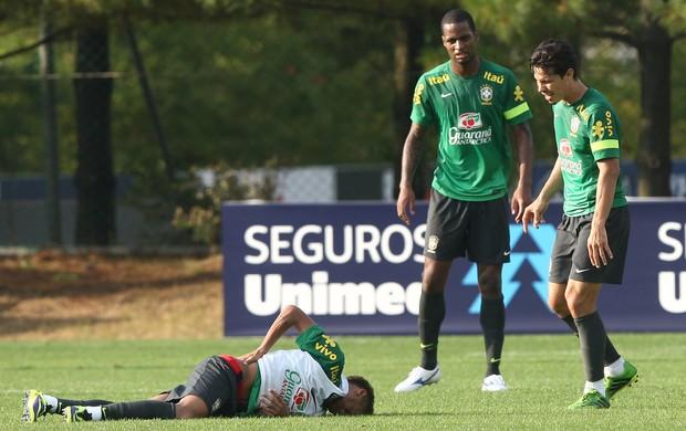 Neymar machucado, treino Seleção (Foto: Bruno Domingos / MOWA PRESS)