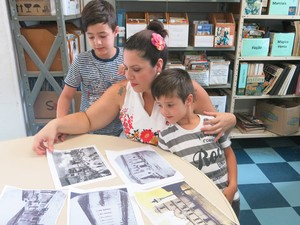 Crianças aprendem sobre lendas de Santos (Foto: Anna Gabriela Ribeiro / G1)
