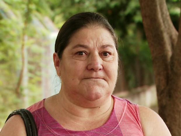 Gláucia de Fátima Souza Alves se pergunta o destino de sua filha com deficiência caso um dia a mãe não possa mais cuidar (Foto: Valdinei Malaguti/EPTV)