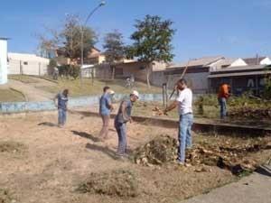 Equipes trabalham na Operação Cidade Limpa, no DF (Foto: Agência Brasília/Divulgação)