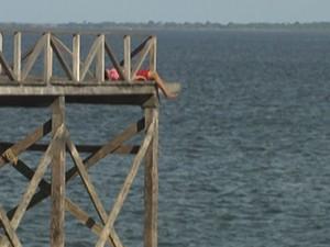 Homem foi encontrado com marcas de estrangulamento no trapiche pesqueiro (Foto: Reprodução/TV Tapajós)