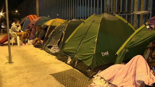 Fãs acampam no sambódromo à espera de show de Bieber no Rio