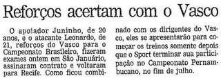 Juninho e Leonardo anunciados pelo Vasco  (Foto: Reprodução / Jornal O Globo)