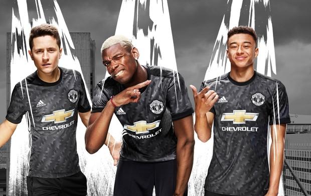 BLOG: Inspirado em 1992, Manchester United lança camisa preta a próxima temporada