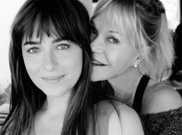 Melanie Griffith e Dakota Johnson (Foto: Twitter)
